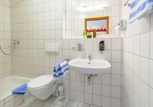 Hotel Badezimmer Dusche und Wc